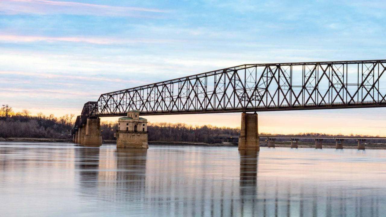 Mayor pushes for Mississippi river improvements