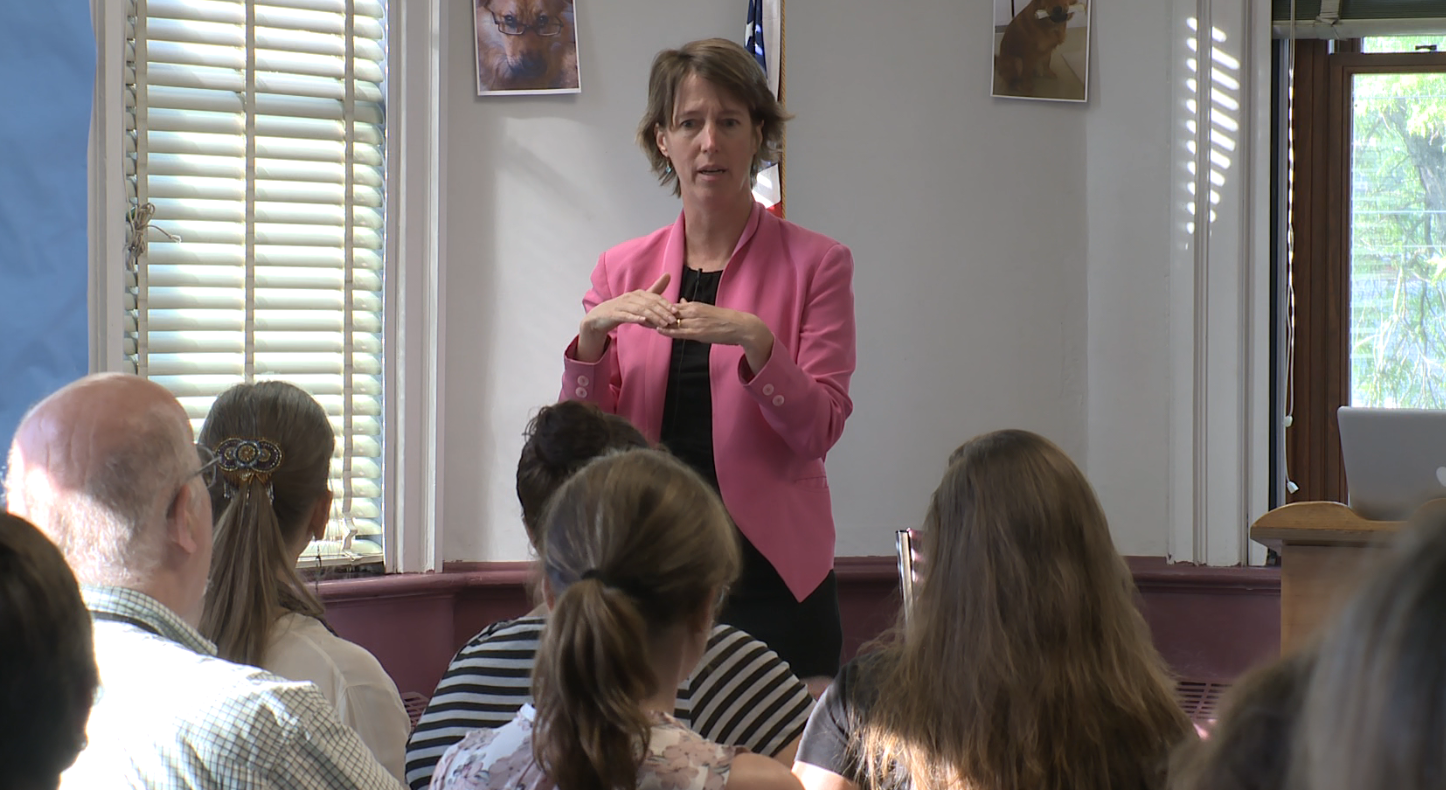 Teachout teaches civics