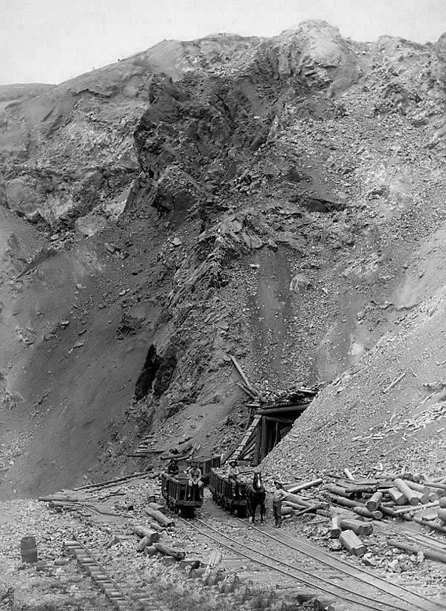 Homestake Mine 1888.jpg