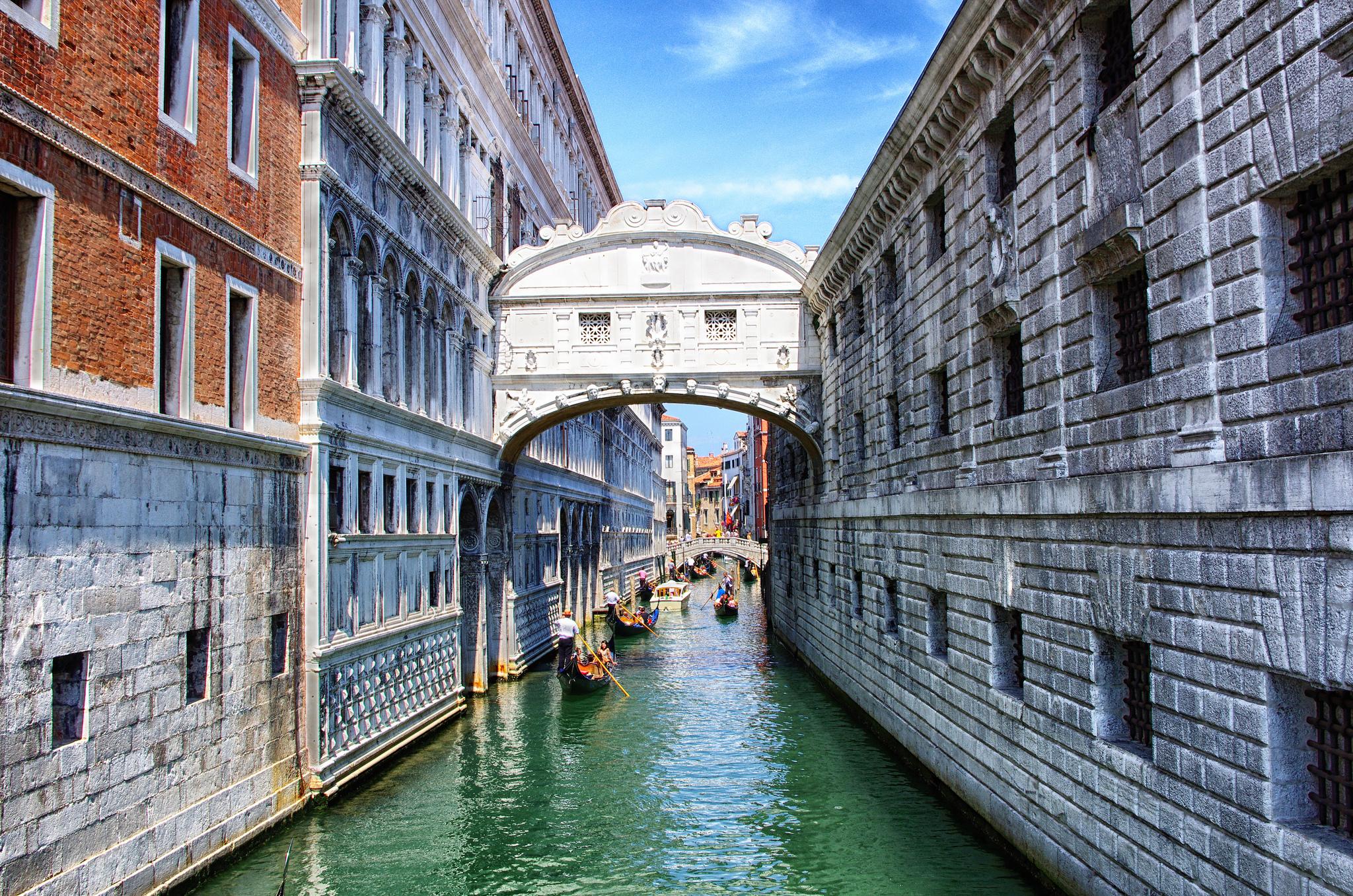 Italy Sighs Gondola.14325.jpg