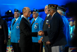 Ed Harris shakes hands with veterans of the Korean War on the 2013 National Memorial Day Concert