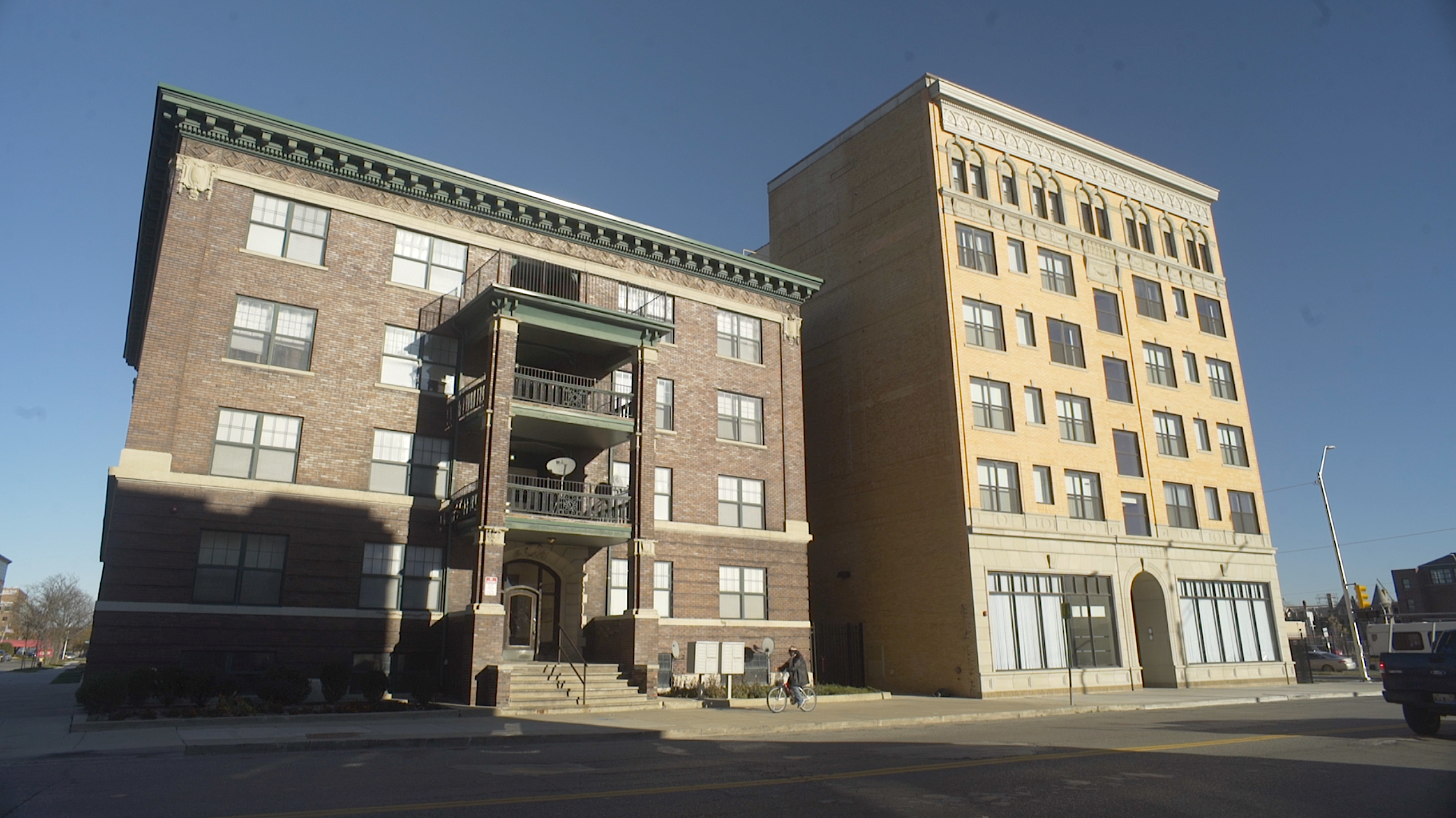 Chesterfield and Cass Plaza Apartments.jpg