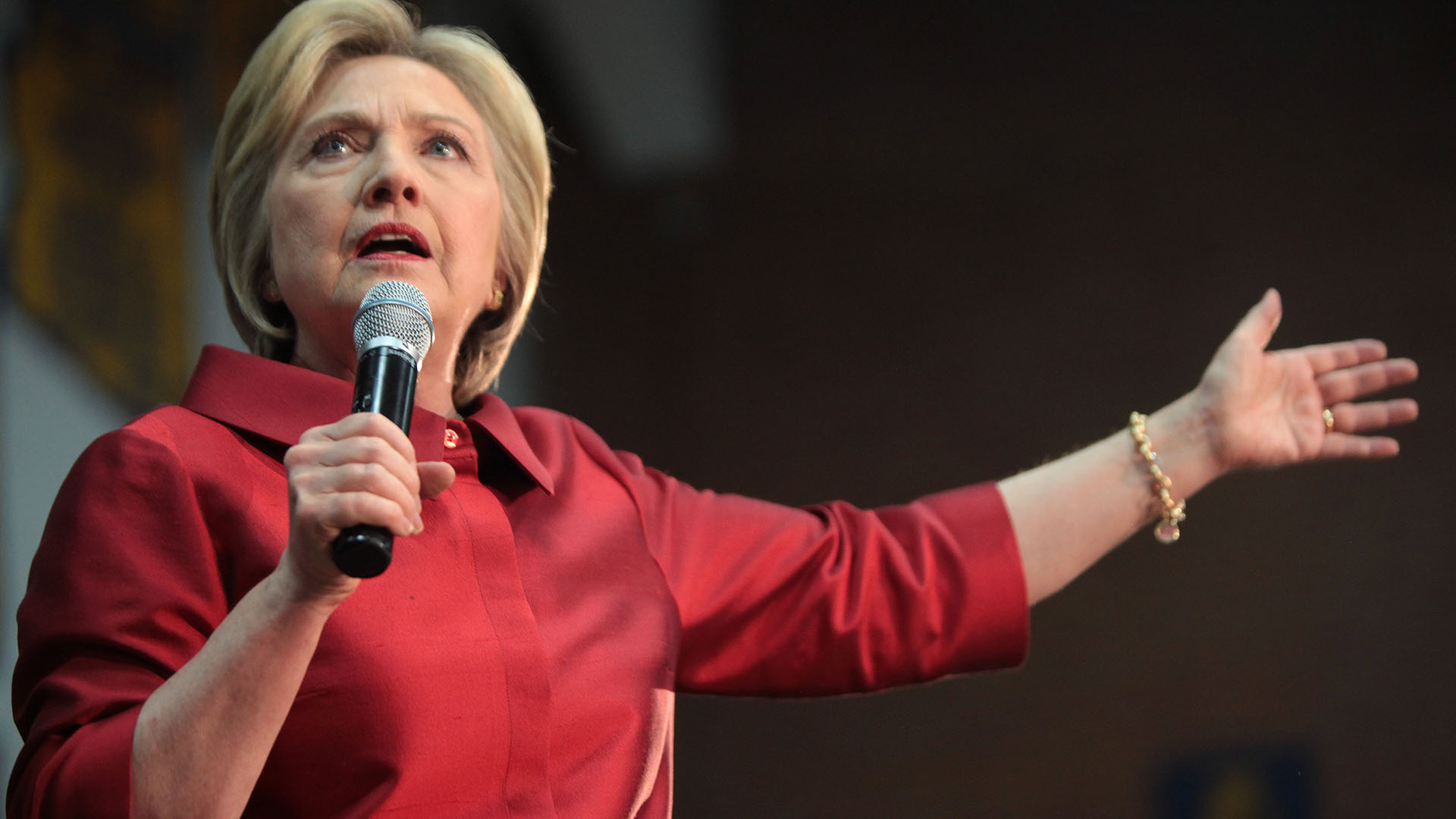 Clinton unveils anti-bullying plan for schools