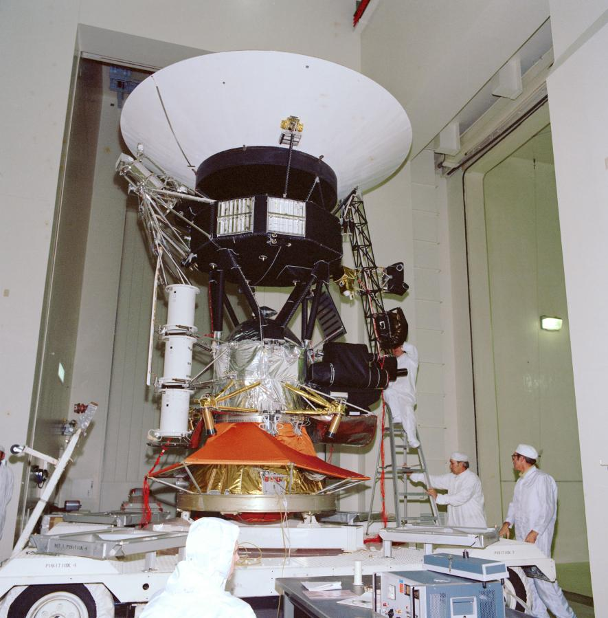 technicians testing Voyager spacecraft prior to launch