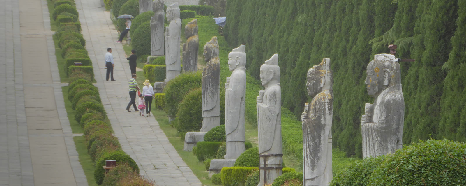 Statues in the Qianling mausoleum