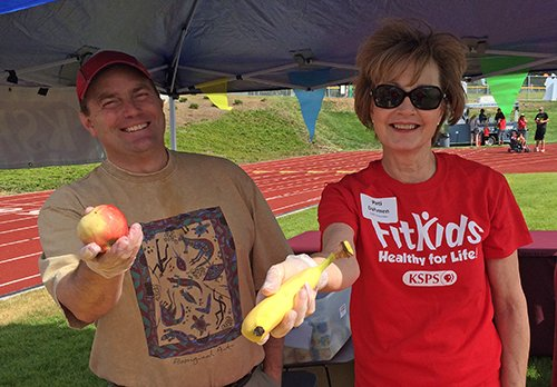 Jason Miller and Pati Dahmen help out on FitKids Day