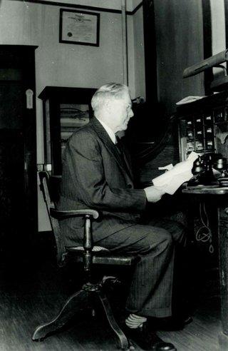 Dr. Frank S. Howe