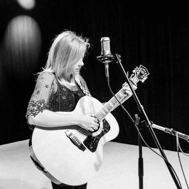 Zoe Carter will perform Saturday at Austin's Texas Pub.