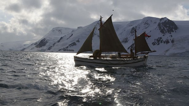 leadership in crisis ernest shackleton and the epic voyage of the endurance 803-127 leadership in crisis: ernest shackleton and the epic voyage of the endurance 2 shackleton's early life the endurance expedition was shackleton's third antarctic journey and his second as commander.