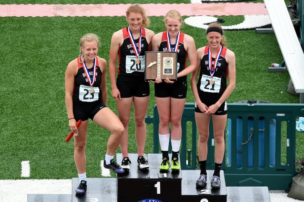2016 Class AA Girls 800m Relay - Brandon Valley