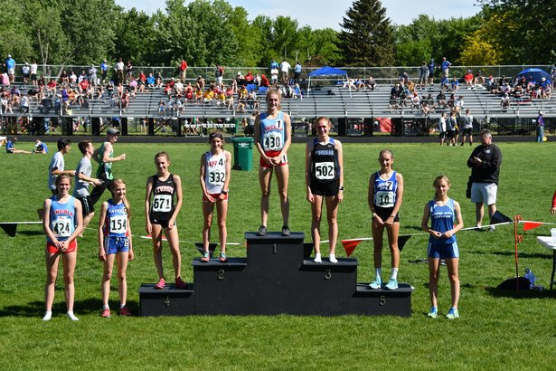 girls 3200 run winners