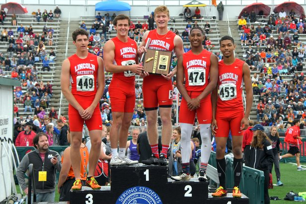Boys AA Boys 800M Relay