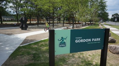S1-1 Gordon Park sign.JPG