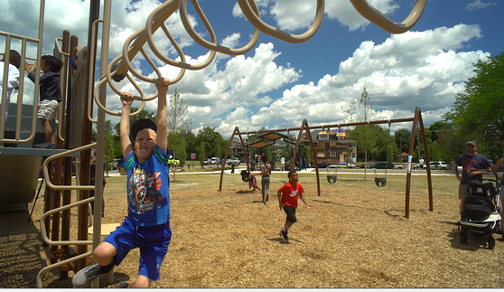 01 Gordon Park playground, June 2017.png