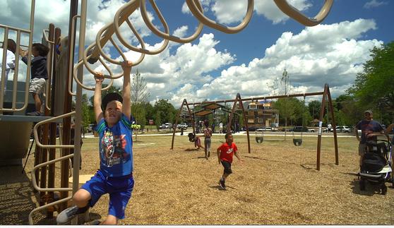 01 Gordon Park playground, June 2017.png