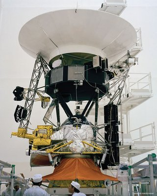 engineers working on Voyager spacecraft before launch