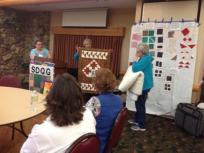 quilter gathering image