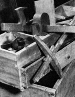 The gauges in the tray, probably made by the owner of the chest during the building boom of the early 1830s and perhaps abandoned in the economic depression that followed.