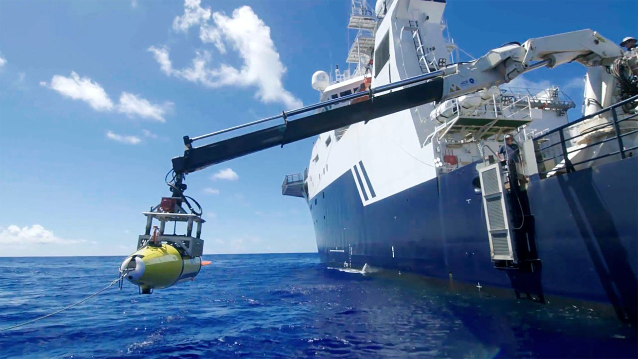 Us navy deep sea research vessel mapped pacific bottom