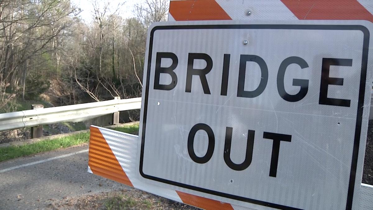 Democrats want more say in roads, bridges fix