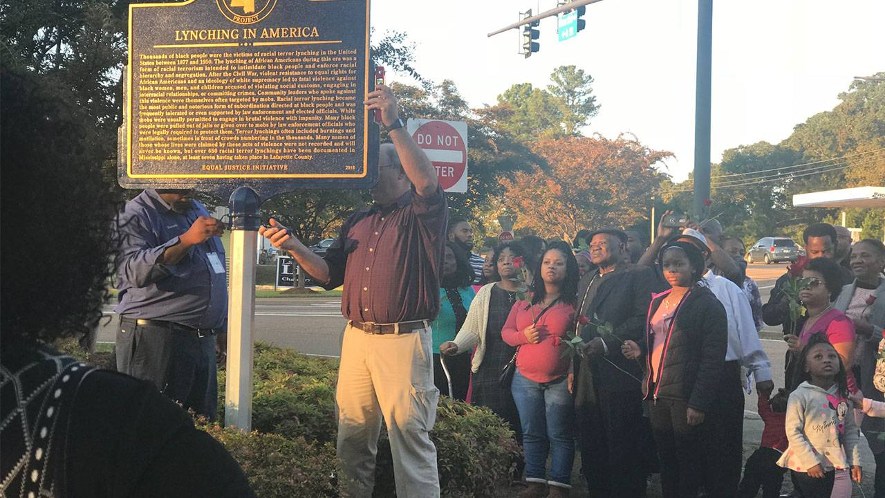 Oxford Puts Up Marker Commemorating Lynching