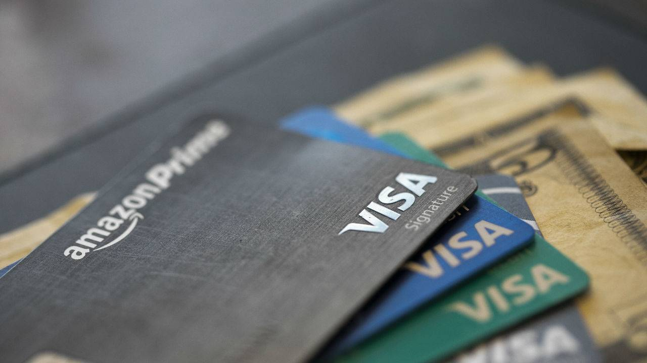 Holiday Spending, Controlling the Urge to Splurge with Credit Cards