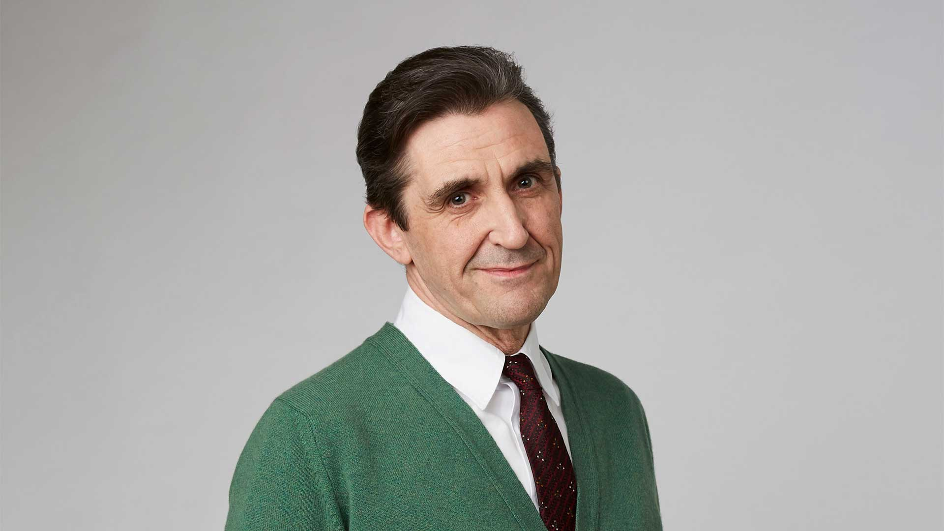 Stephen McGann plays Dr. Patrick Turner.