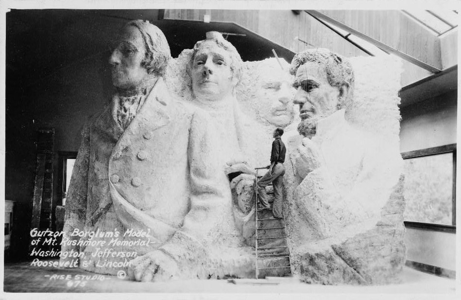 Gutzon_Borglum's_model_of_Mt._Rushmore_memorial.jpg