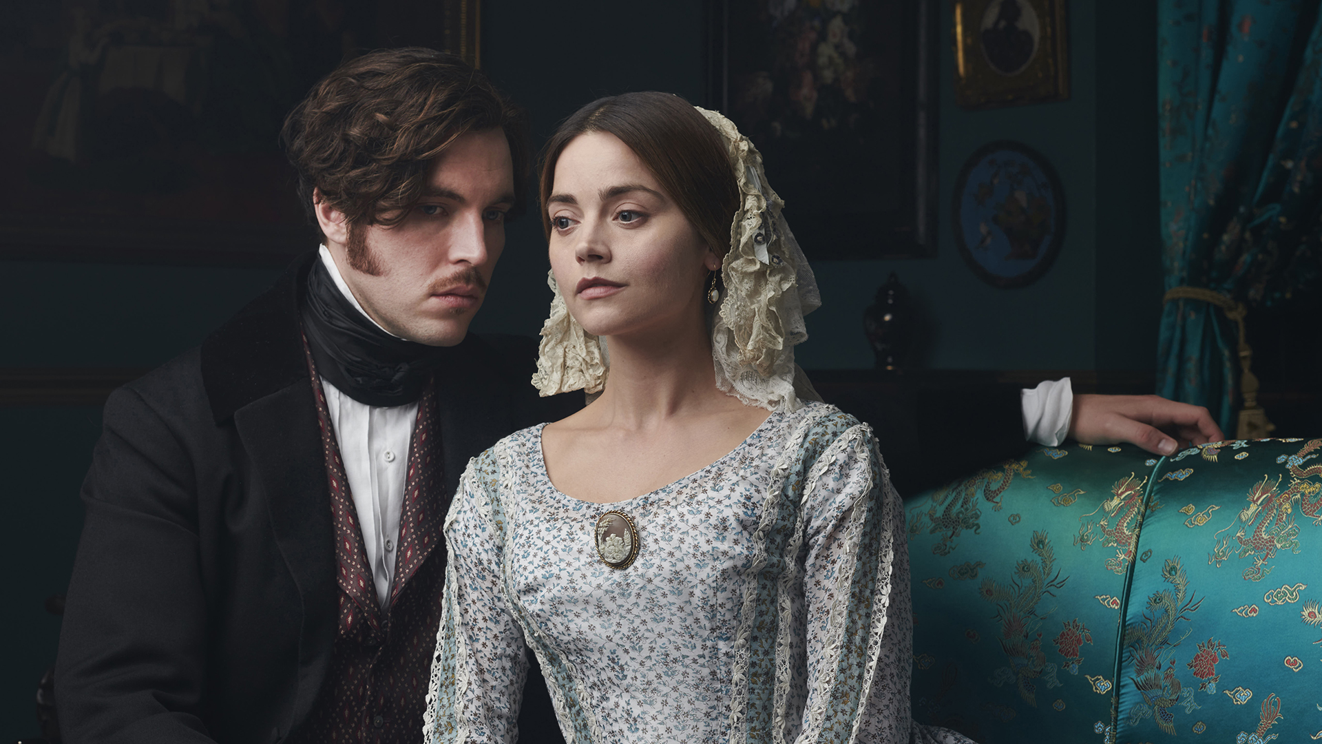 'Victoria' returns with a revolution in the air
