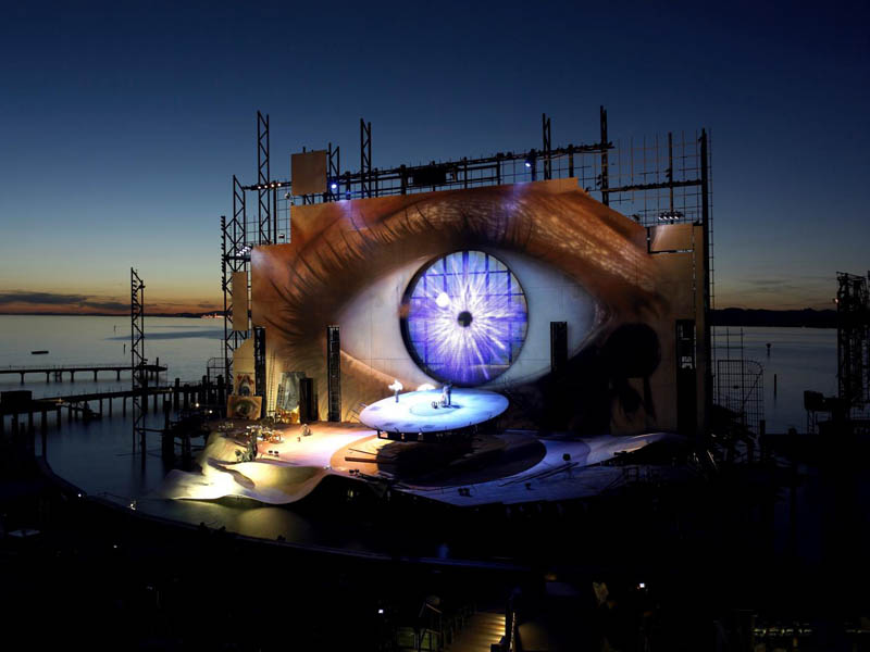 stage-on-the-lake-opera-tosca-bregenz.jpg