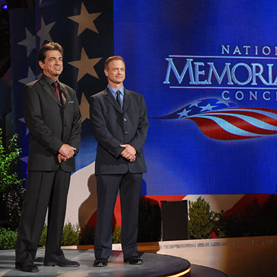 Joe Mantegna and Gary Sinise onstage