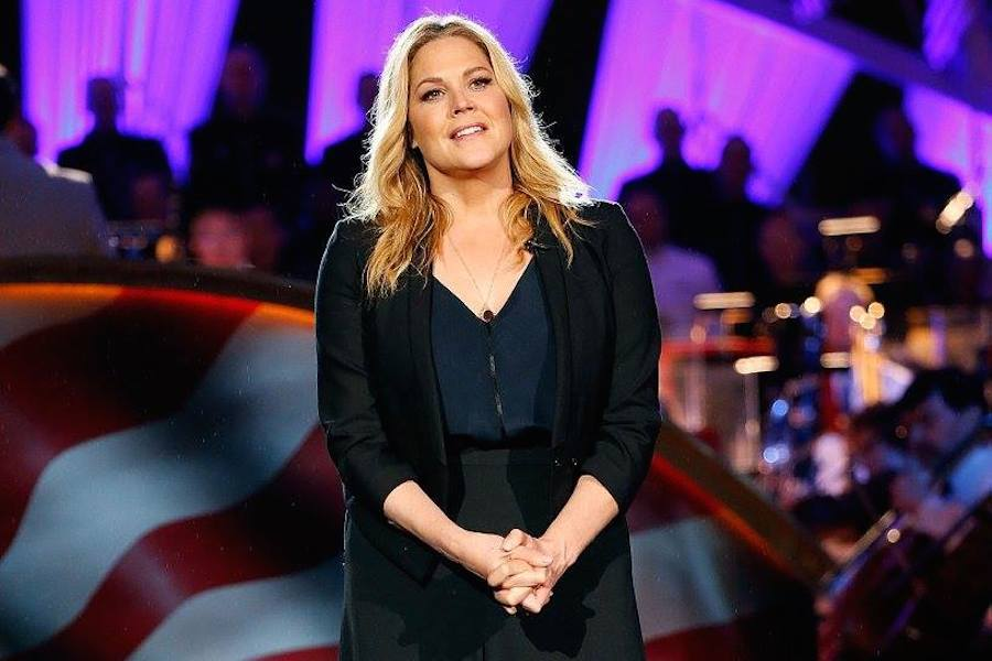 Actress Mary McCormack performs at PBS' 2017 <em>National Memorial Day Concert</em> at U.S. Capitol, West Lawn on May 28, 2017 in Washington, DC. (Photo by Paul Morigi/Getty Images for Capital Concerts)