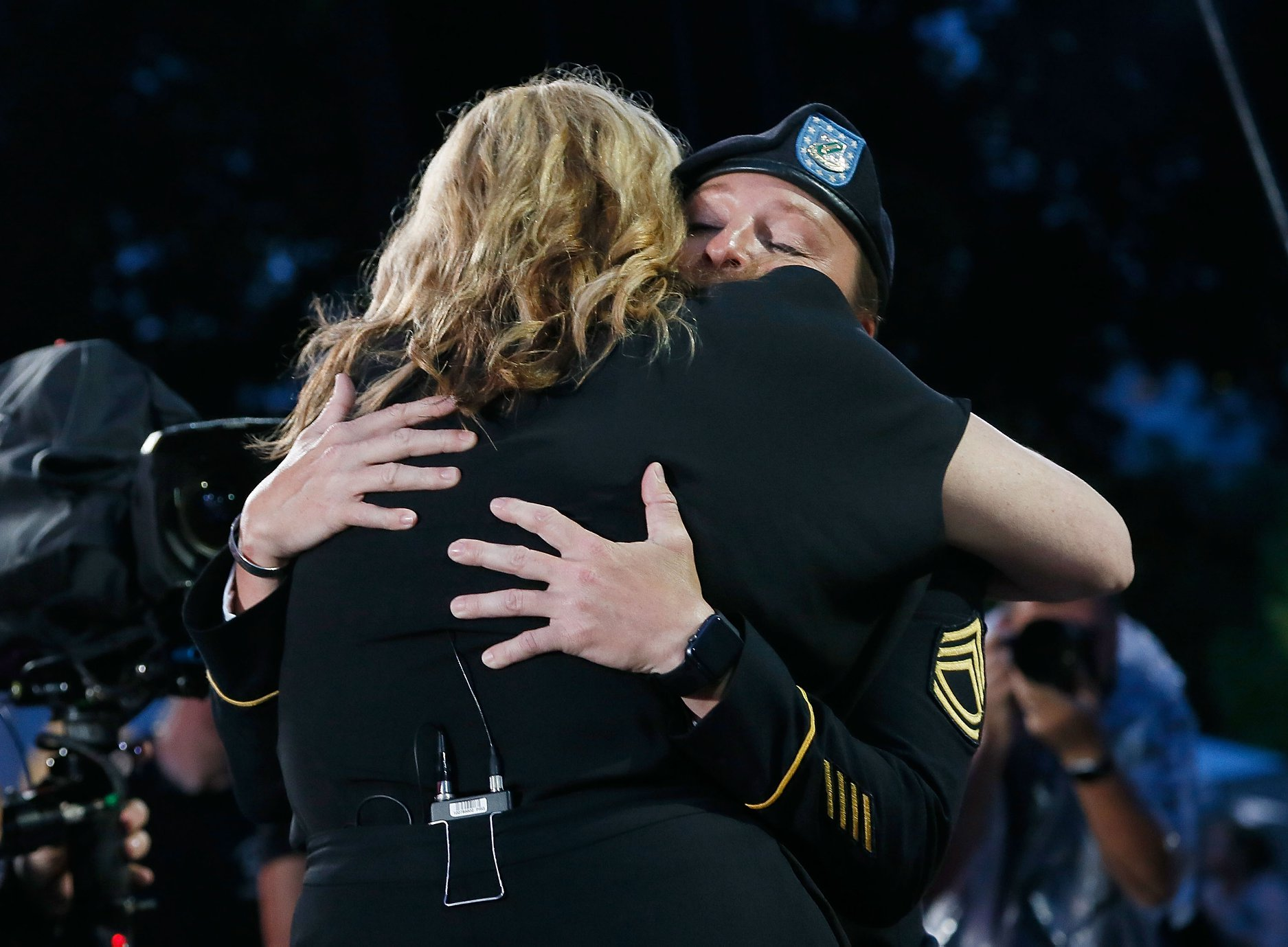 Actor Mary McCormack greets concert honoree SFC Leigh Ann Hester after sharing her story at the 2018 <em>National Memorial Day Concert</em>.