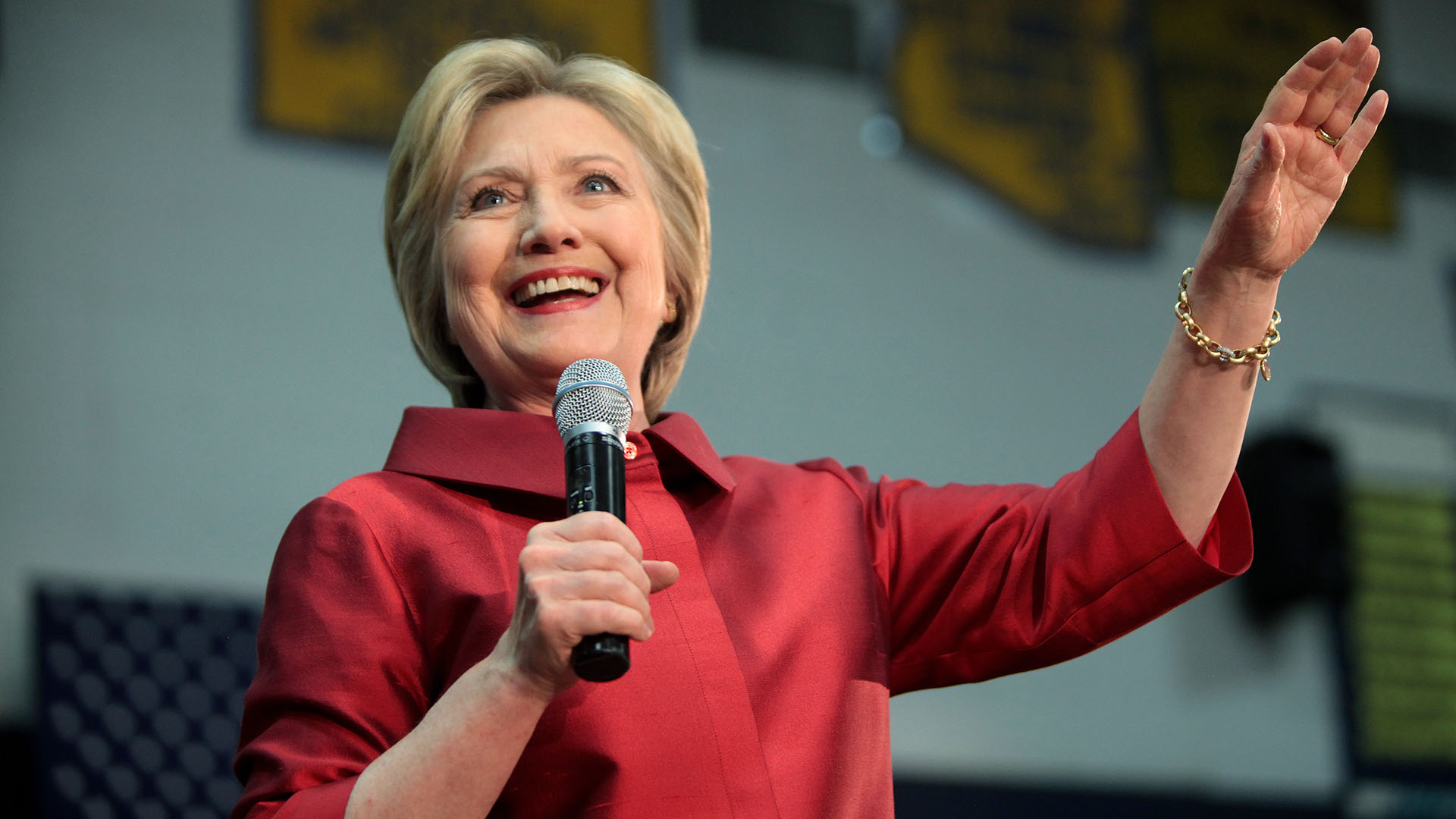 Clinton campaign halfway to $1 billion fundraising goal