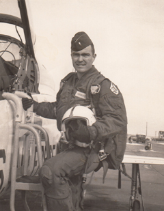 ROY HODGES B52 PILOT - THUMB.jpg