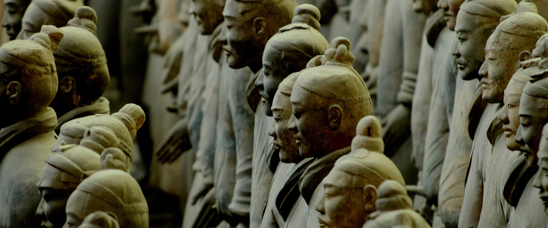 Ancient Chinese terracotta warrier sculptures lined up
