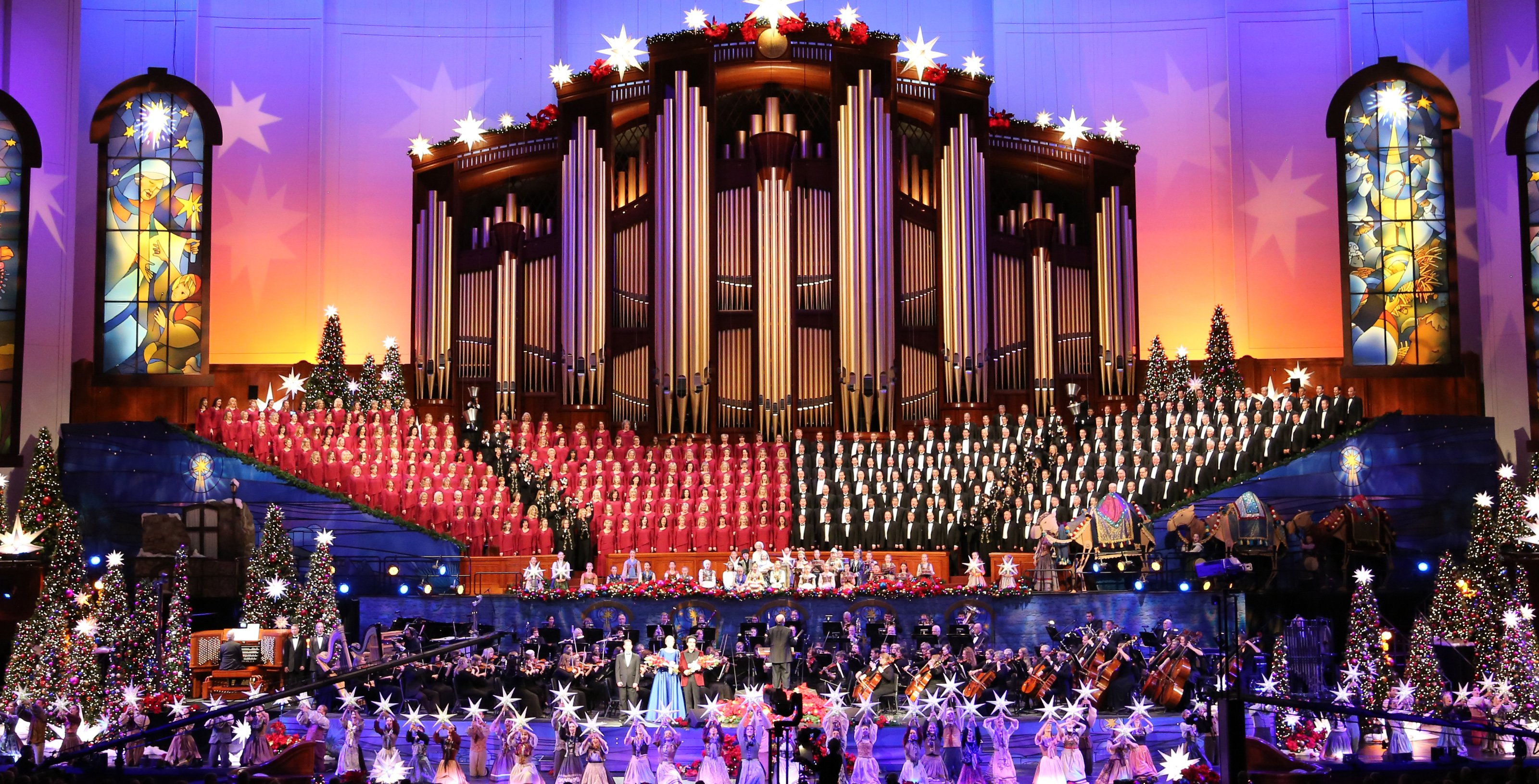 2017 wide shot - Christmas with the Mormon Tabernacle Choir