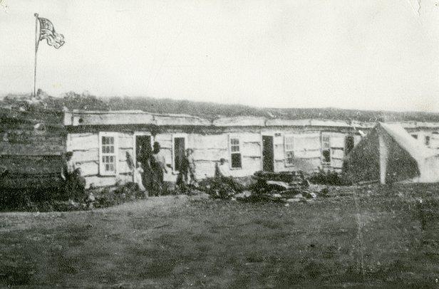 1987-14-57-Barracks.jpg