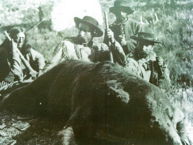 G.A. Custer - grizzly hunt