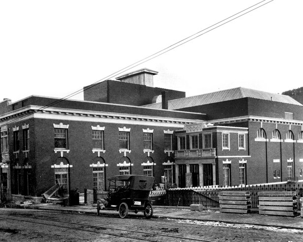 hhoh_old_building_exterior_1913_small.jpg