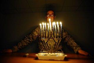 800px-Rabbi-Hanukkah-JointBaseBalad,_Iraq-Dec-29-08.jpg