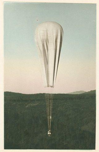 Balloonheadedtowardsthestratosphere_1934.jpg