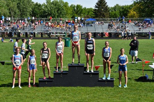 girls 3200 run winners