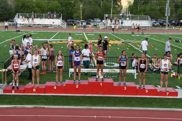 girls 3200 meter run