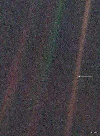 Photo of pale blue dot, Earth